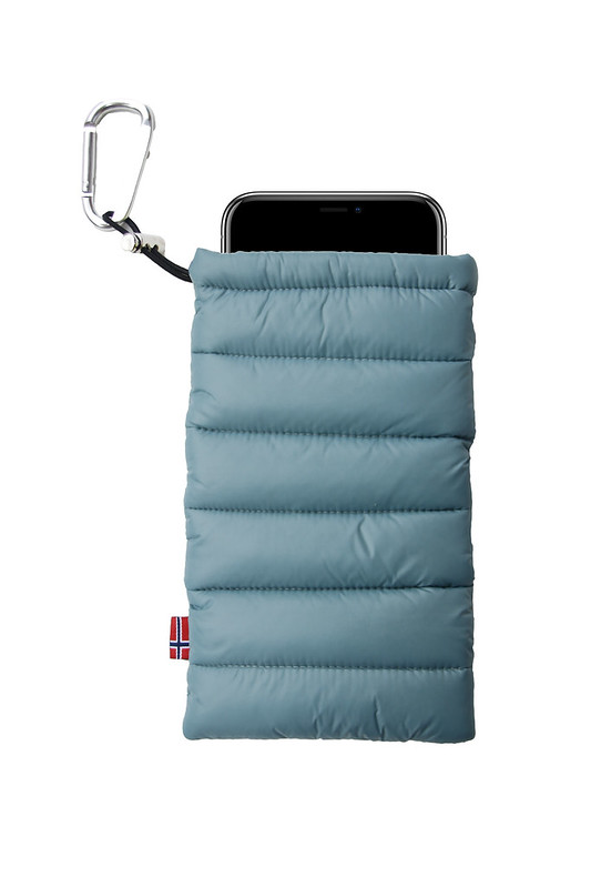 ThermoPoc insulated phone case on World Cup Ski Shop 3